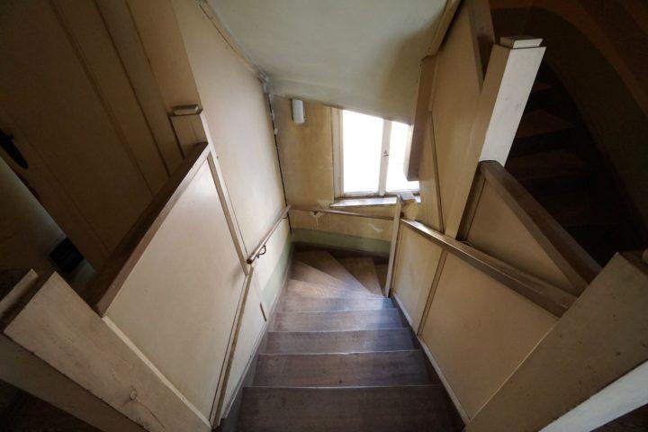 Treppenaufgang in der Villa am Monarchenhügel