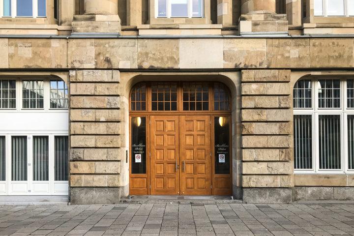 Eingangsbereich vom Bank Palais am Tröndlingring