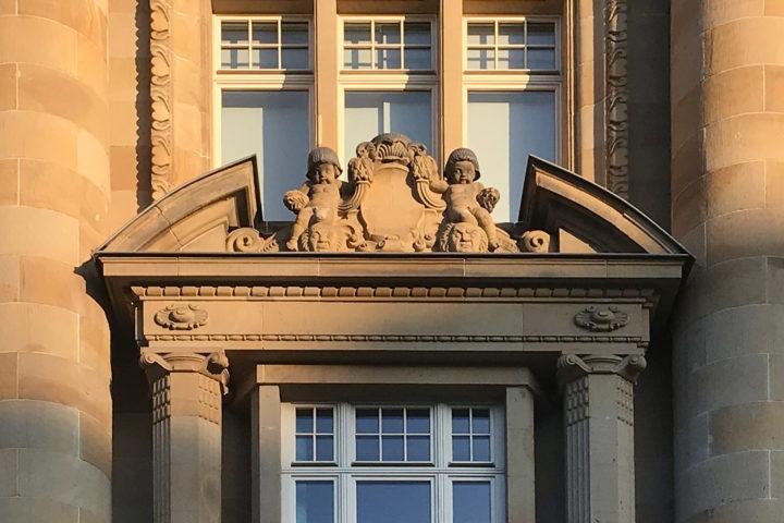 Details Außenfassade vom Bank Palais am Tröndlingring
