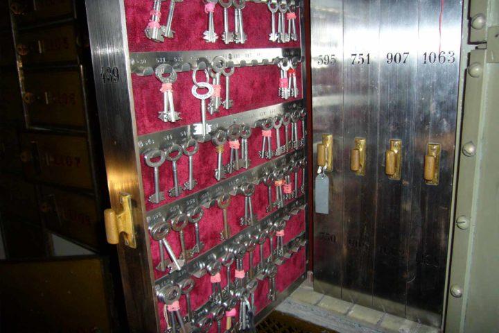 Ehemaliger Schlüsselkasten im Bank Palais