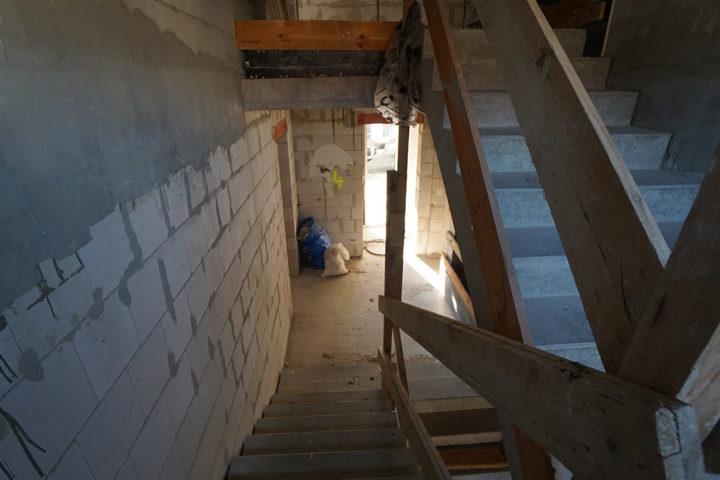 Treppenhaus im Rohzustand bei den Umbauarbeiten Fregestraße