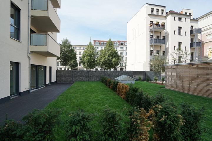 Rückseite vom Haus mit Garten und Terrasse Fregestraße