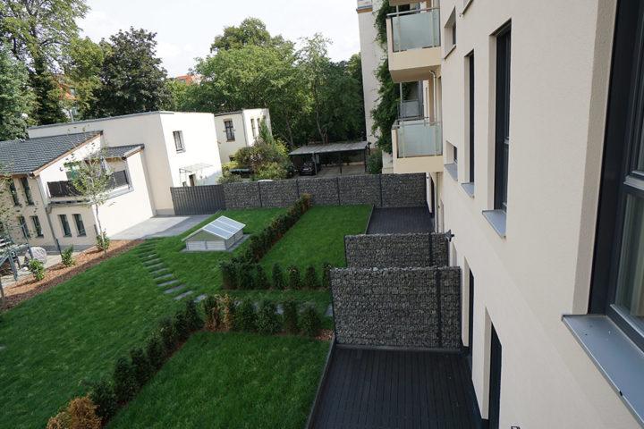Hausrückseite mit Terrassen und Gärten Fregestraße