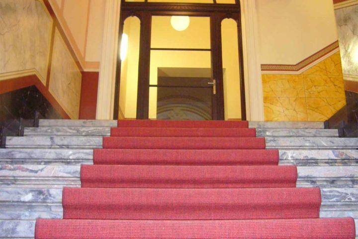 Treppenaufgang im Hausflur Villa Schreiber