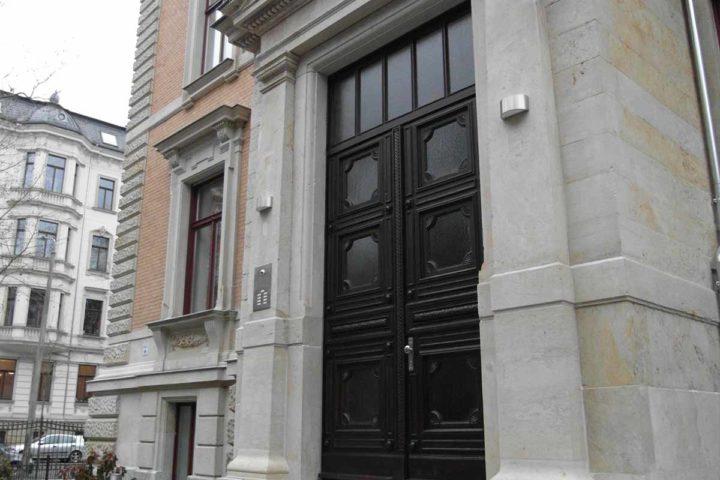 Eingangstür Außenansicht Villa Schreiber